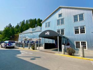 Deadwood Mountain Grand Holiday Inn Entry