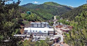Deadwood Mountain Grand Holiday Inn Resort